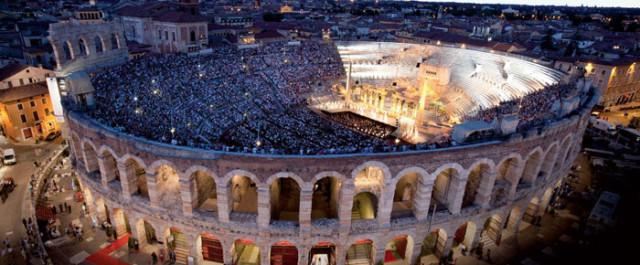 Rigoletto, il castello di Mantova prende vita in Arena