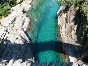 L'acqua irresistibile della Val Verzasca. Il Ponte dei Salti in Val Verzasca.  Foto Credits: Luciano Meoni