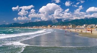 Versilia, mare, musica e cucina per un'estate italiana